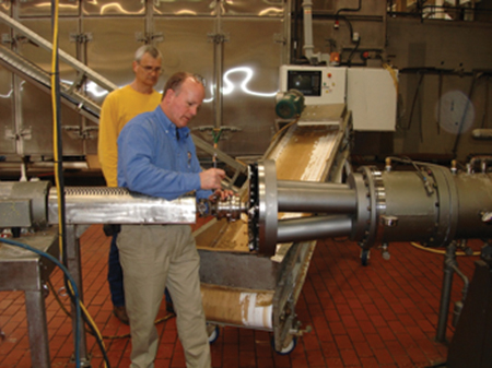 Article image for Extruder design changes increase production capacity for small-diameter feeds
