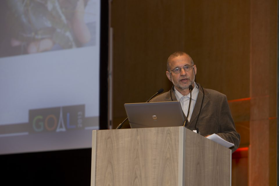 Dr. Sagi accepts the award at GOAL 2013 in Paris, France.