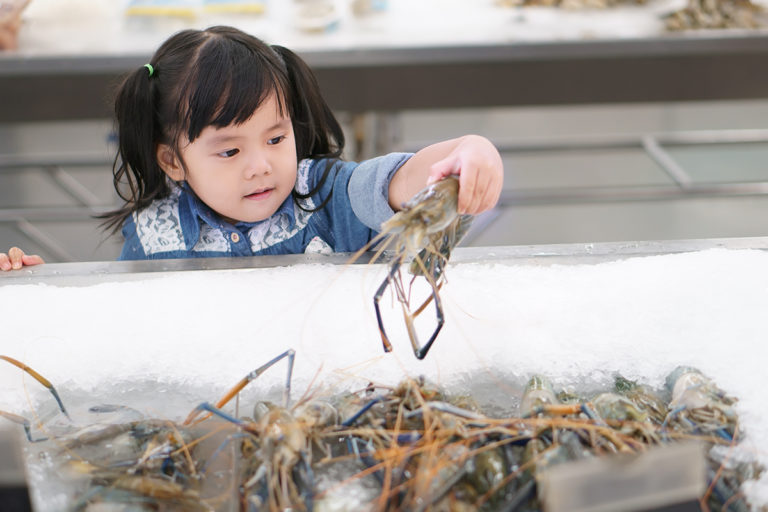 Article image for How we can help children reach for seafood